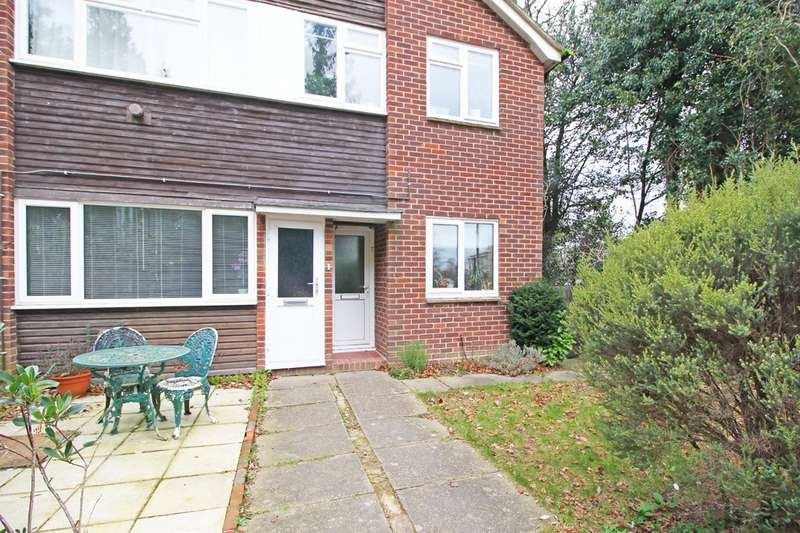 2 Bedrooms Property for sale in Heath Close, Haywards Heath RH16