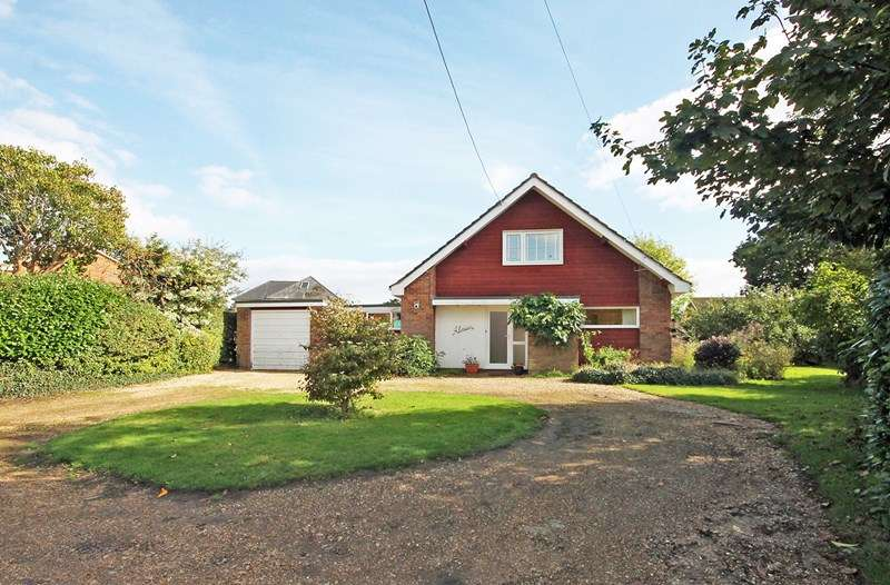 4 Bedrooms Chalet House for sale in Croft Road, Neacroft, Christchurch