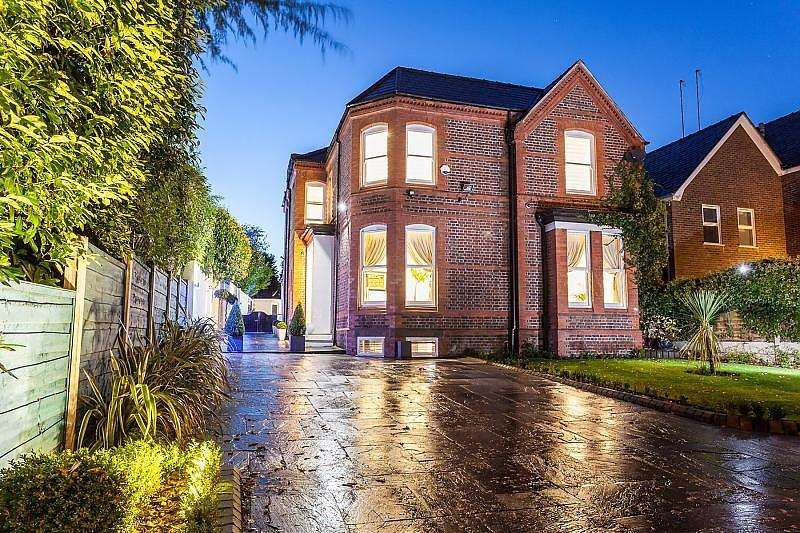 4 Bedrooms Detached House for rent in Ashley Road, Altrincham