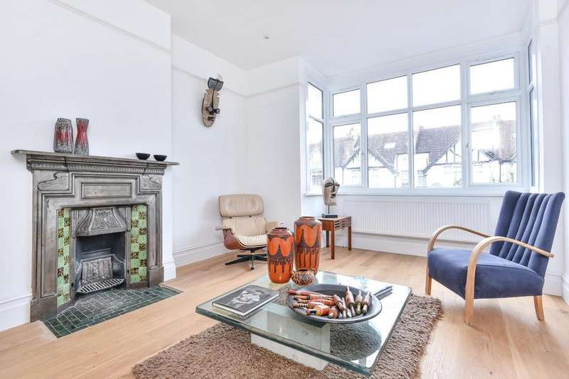 3 Bedrooms Flat for sale in Kilmartin Avenue, Streatham