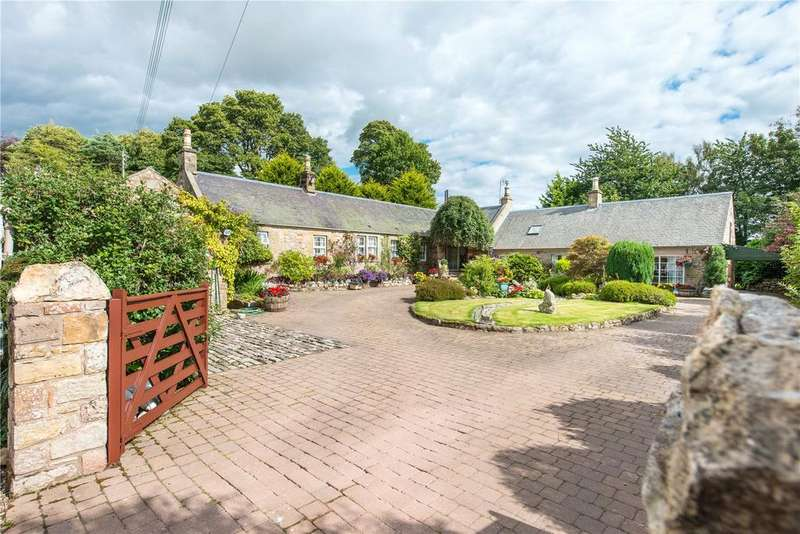 2 Bedrooms Detached Bungalow for sale in Fala Acre, Fala Village, Pathhead, Midlothian