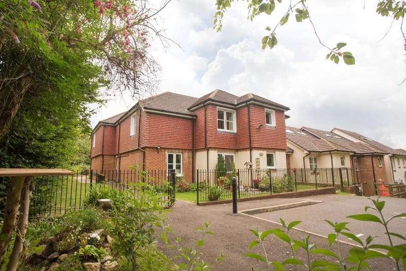 2 Bedrooms Retirement Property for rent in Risingholme Court, Heathfield, East Sussex, TN21 8LU