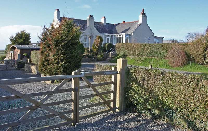 4 Bedrooms Detached House for sale in Rhydwyn, Anglesey, North Wales