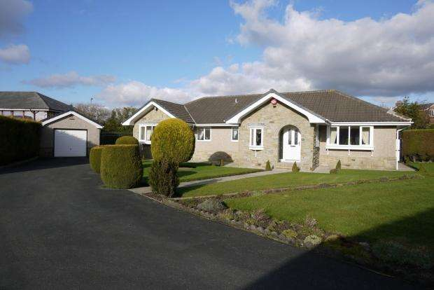 3 Bedrooms Detached Bungalow for sale in Thornberry Drive Liversedge