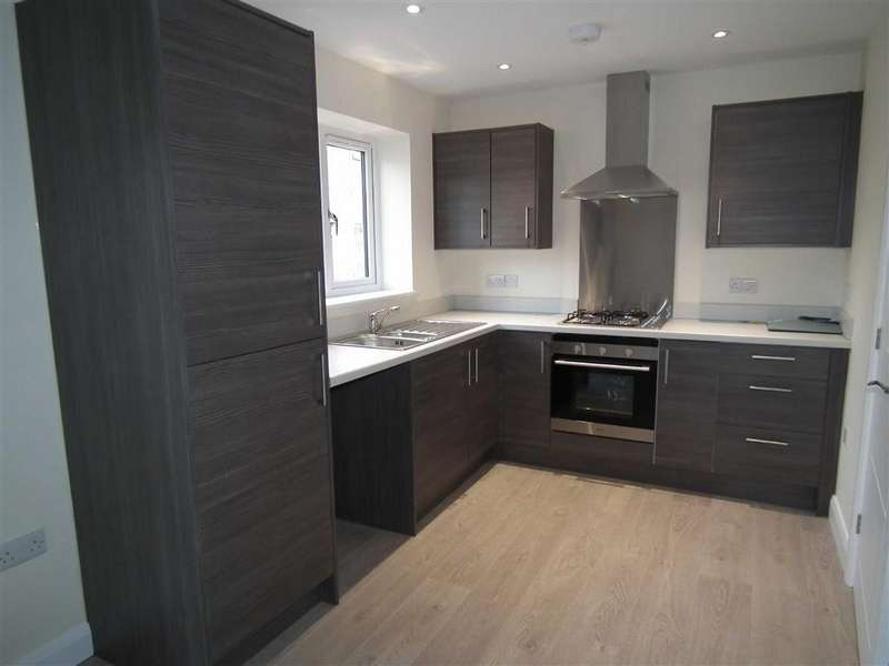 3 Bedrooms Town House for rent in Lower Clough Street, Barrowford, Lancashire