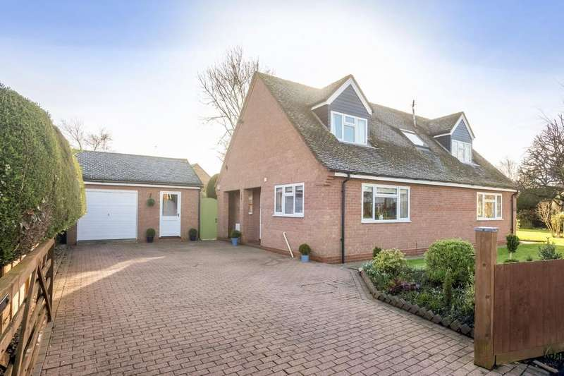 2 Bedrooms Detached Bungalow for sale in Banbury Road, Stratford-Upon-Avon