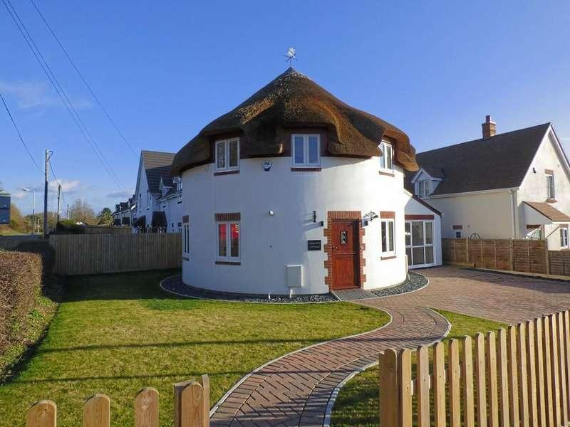 3 Bedrooms Detached House for sale in Huntick Estate, Lytchett Matravers