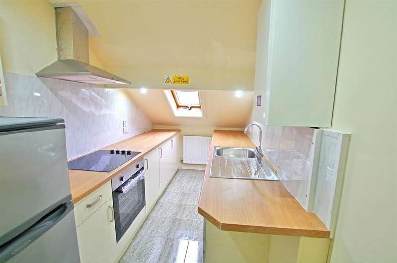 2 Bedrooms Flat for rent in Prescott Street, Halifax