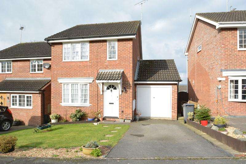 3 Bedrooms Detached House for sale in Cornfields, Andover