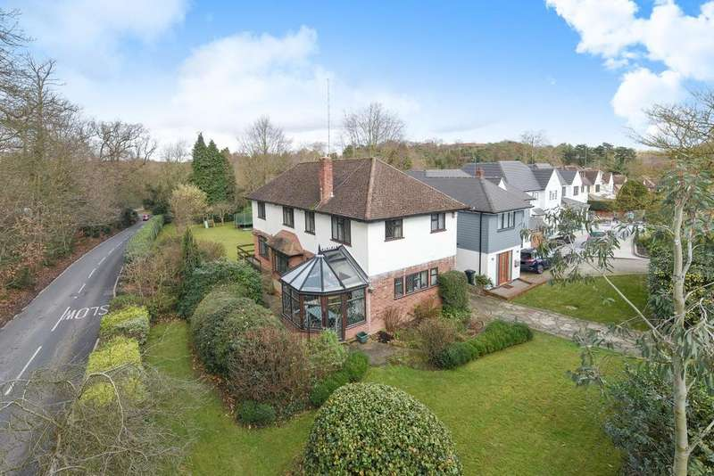 4 Bedrooms Detached House for sale in Yester Road, Chislehurst