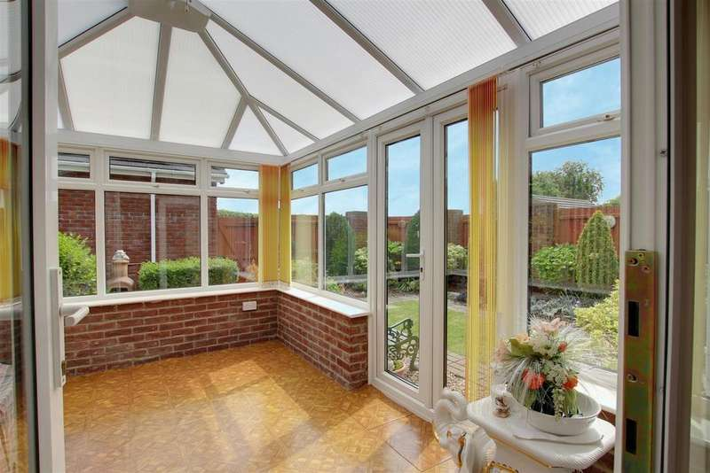 4 Bedrooms Detached House for sale in Gibson Way, Alford