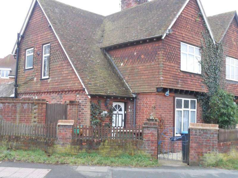 2 Bedrooms Semi Detached House for rent in OXTED