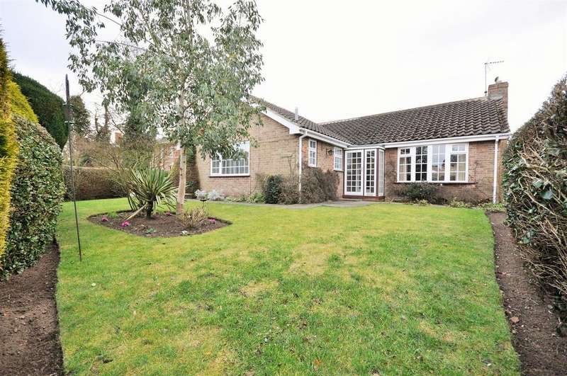 3 Bedrooms Detached Bungalow for sale in Dower Chase, Escrick, York, YO19 6JF