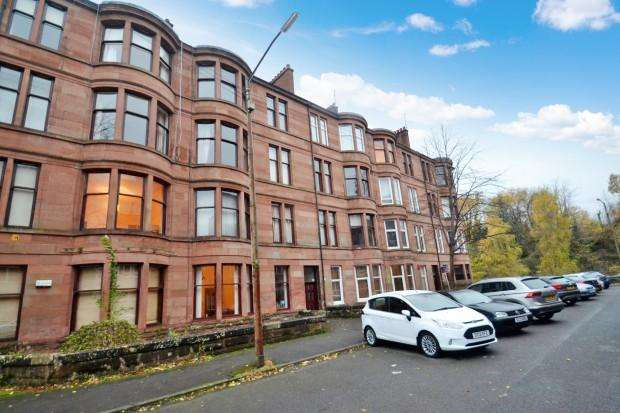 2 Bedrooms Flat for rent in Woodford Street, Shawlands, G41
