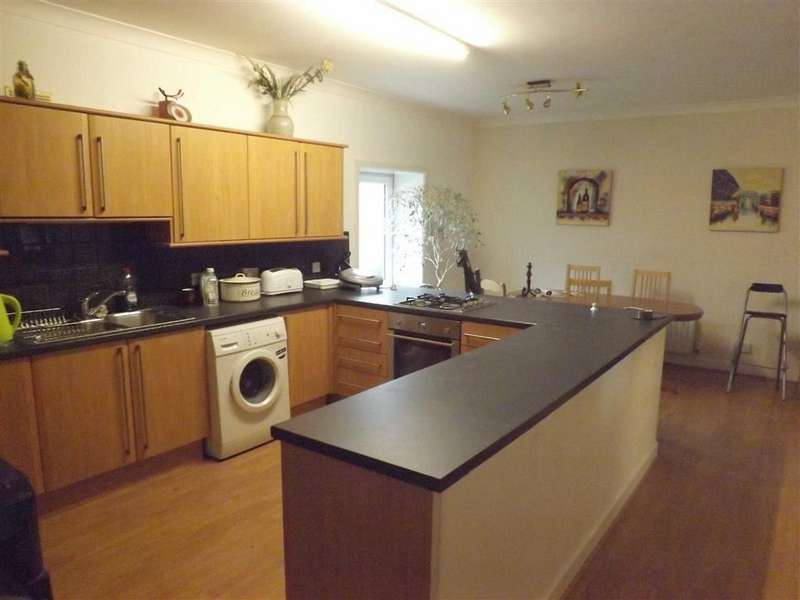 3 Bedrooms Flat for rent in Abbey Street, Accrington
