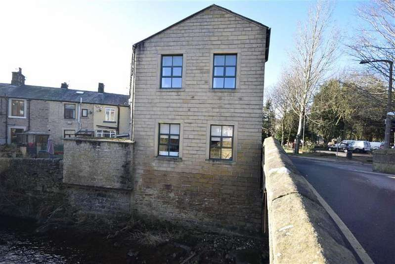2 Bedrooms Terraced House for sale in Winewall Road, Colne, Lancashire
