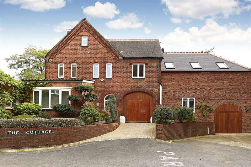 5 Bedrooms Detached House for sale in Ross Court, Putney Hill, London, SW15