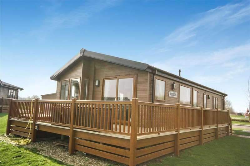 3 Bedrooms Detached Bungalow for sale in Misty Bay, Tattershall Lakes Country Park, Sleaford Road, Tattershall, LN4