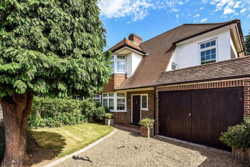 4 Bedrooms Semi Detached House for sale in The Lees Shirley CR0