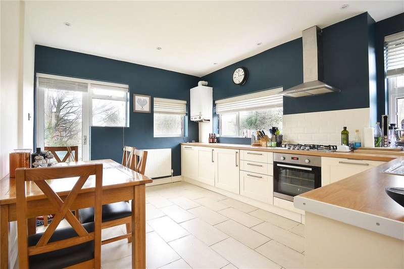 2 Bedrooms Maisonette Flat for sale in Oxenford Street, Peckham Rye, London, SE15