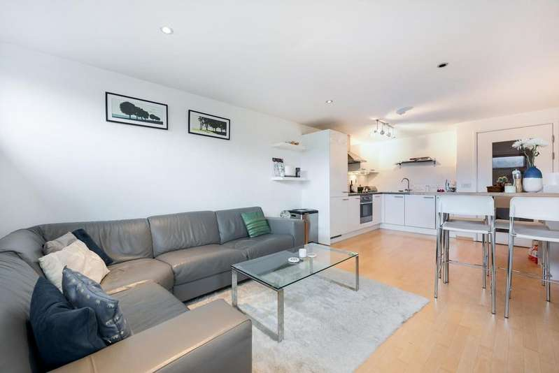 2 Bedrooms Apartment Flat for sale in CARTER HOUSE, SW11