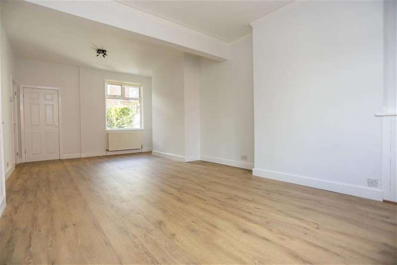 3 Bedrooms End Of Terrace House for rent in Ellesmere Avenue, Marple, Cheshire