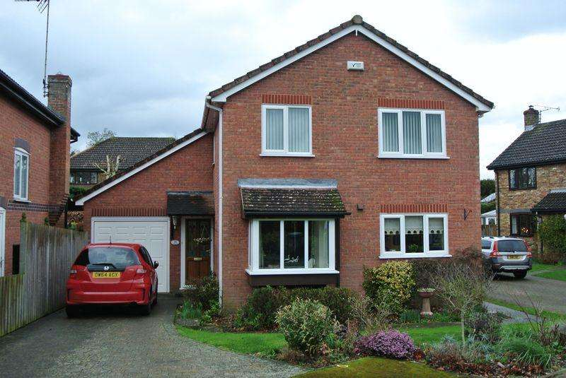 4 Bedrooms Detached House for sale in Rochester Avenue, Canterbury