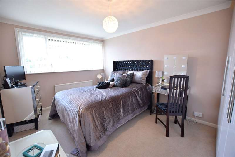 3 Bedrooms Terraced House for rent in French Gardens, Blackwater, Camberley, Hampshire, GU17