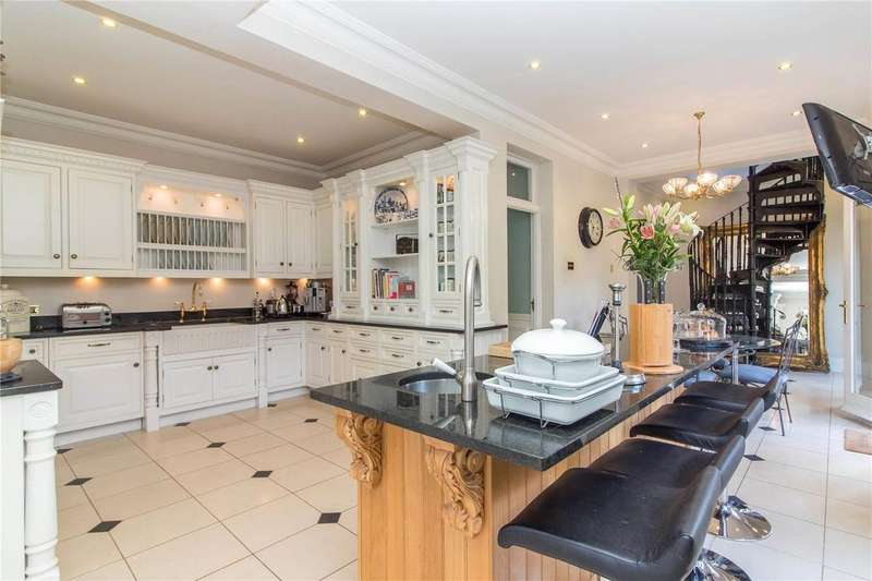 6 Bedrooms Detached House for sale in Piercing Hill, Theydon Bois, Epping, Essex