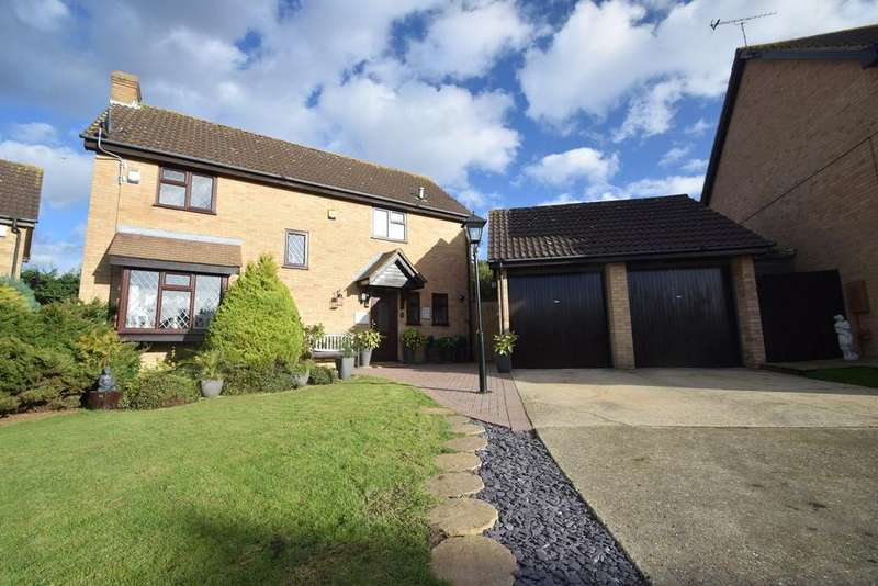 4 Bedrooms Detached House for sale in Allen Close, Lords Wood, Chatham, ME5