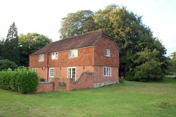 3 Bedrooms Detached House for rent in The Drive, Maresfield Park