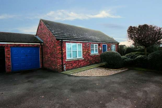 2 Bedrooms Detached Bungalow for sale in Priory Lane, Scunthorpe, Lincolnshire, DN17 1HD