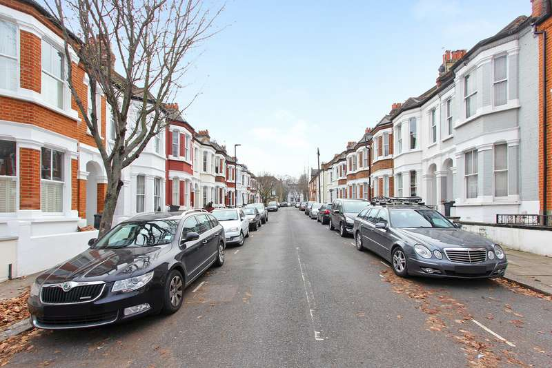 4 Bedrooms Terraced House for rent in Kirkstall Road, Streatham Hill SW2