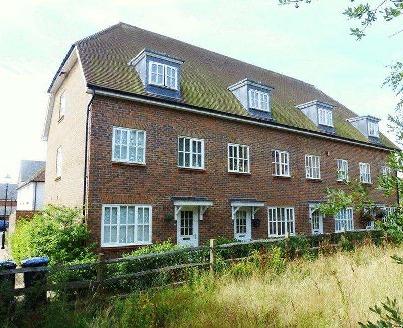 4 Bedrooms Town House for sale in Farriers Lea, Bolnore Village, Haywards Heath,