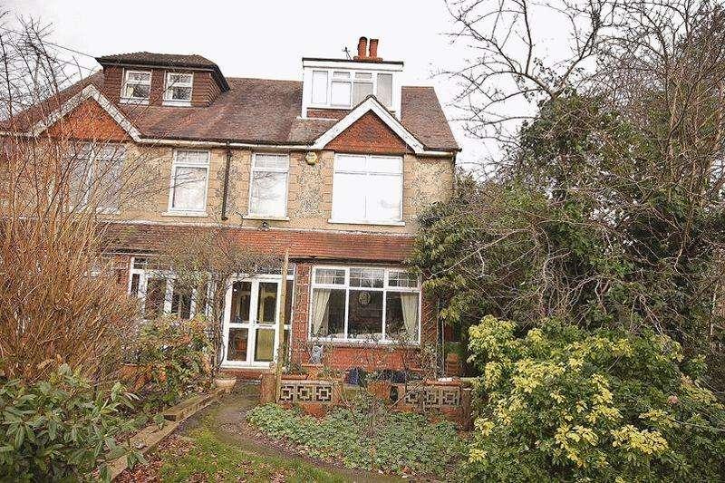 4 Bedrooms Semi Detached House for sale in Warren Park, Warlingham