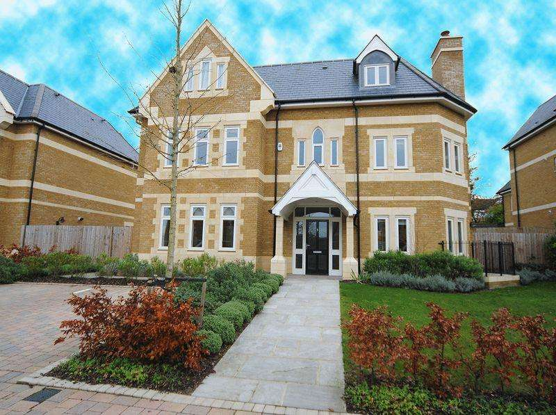 6 Bedrooms Detached House for rent in Havanna Drive, London, NW11