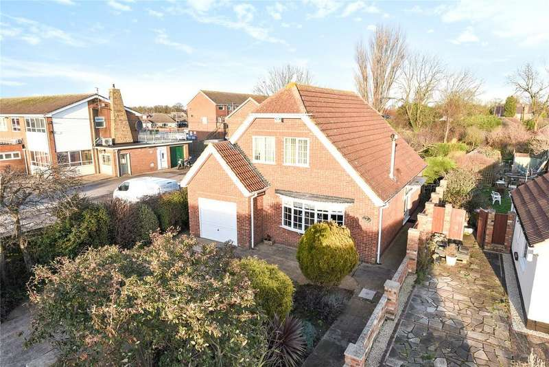 4 Bedrooms Detached House for sale in Rydal Avenue, Scartho, DN33
