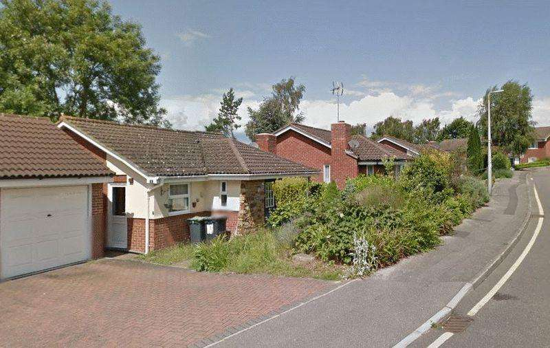 2 Bedrooms Bungalow for sale in College Avenue, Tonbridge