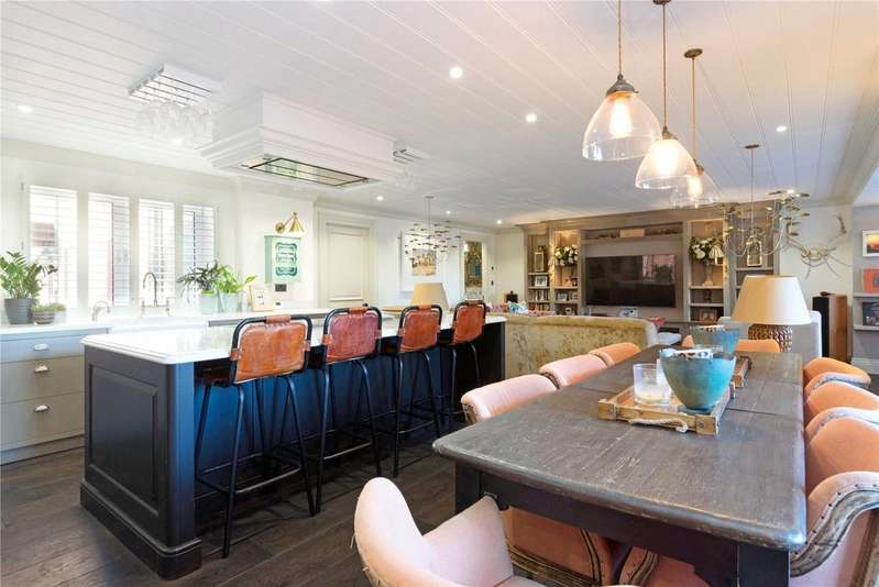 2 Bedrooms Flat for sale in Flat 43, Sailmakers Court, Fulham, London, SW6