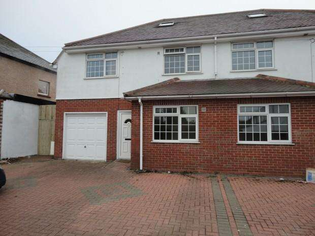 5 Bedrooms Semi Detached House for rent in Minterne Avenue, Southall, UB2