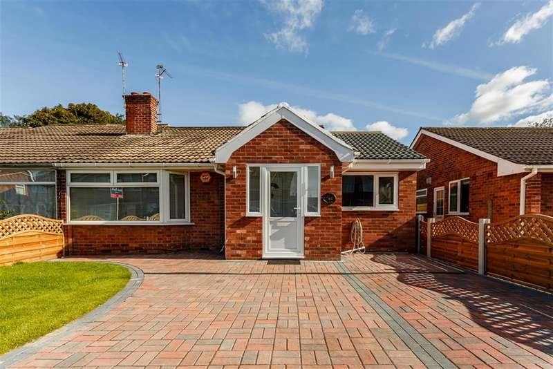 3 Bedrooms Bungalow for sale in Eastfield Crescent, York, YO10 5JB