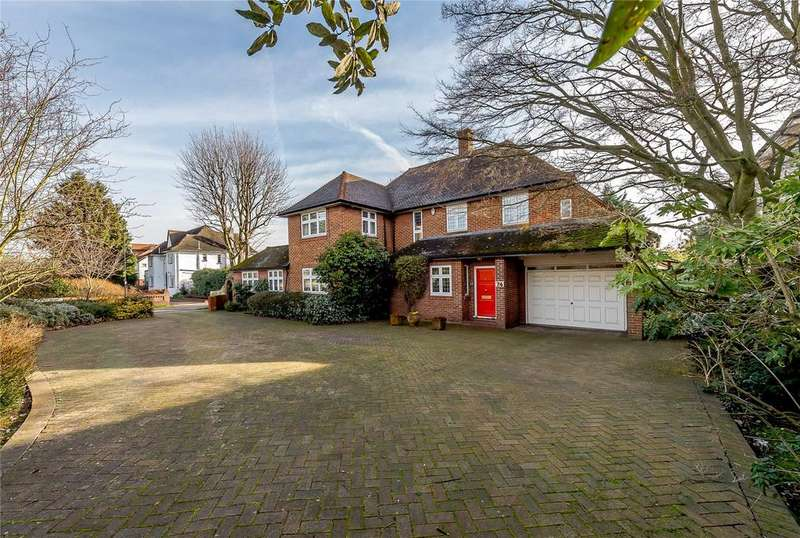 4 Bedrooms Detached House for sale in Broad Walk, London, N21