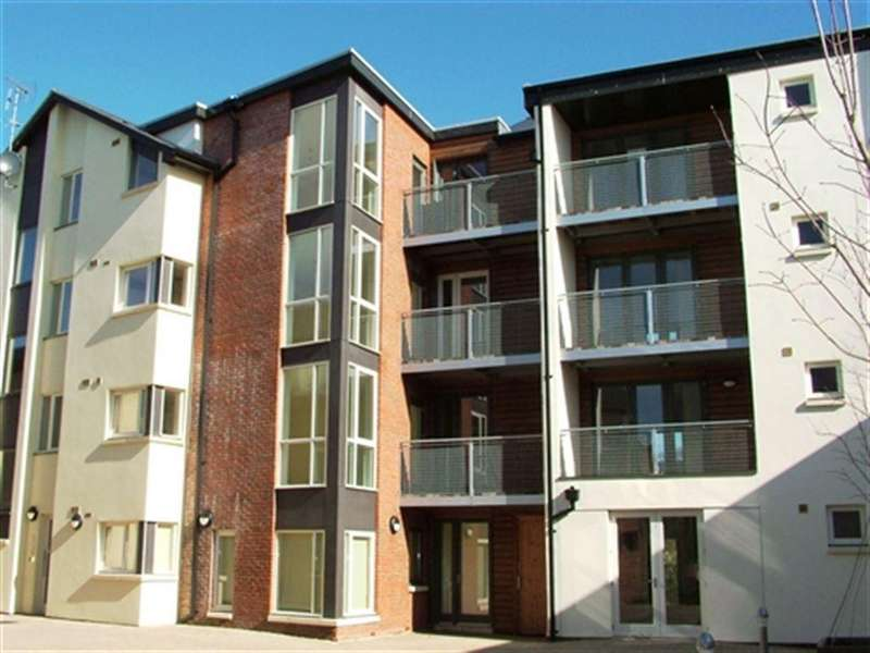 2 Bedrooms Flat for rent in Burgess Square, Brackley, Northants
