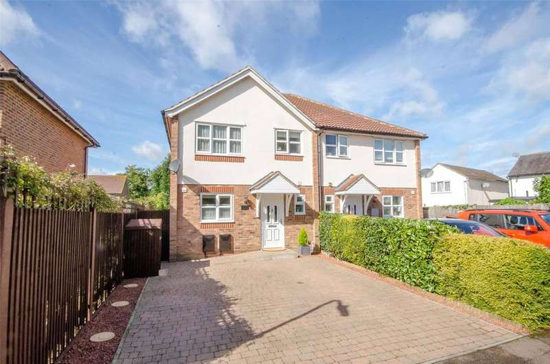 3 Bedrooms Semi Detached House for sale in Garner Drive, East Malling, Kent, ME19
