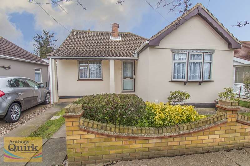 3 Bedrooms Detached Bungalow for sale in Tudor Road, Canvey Island, SS8