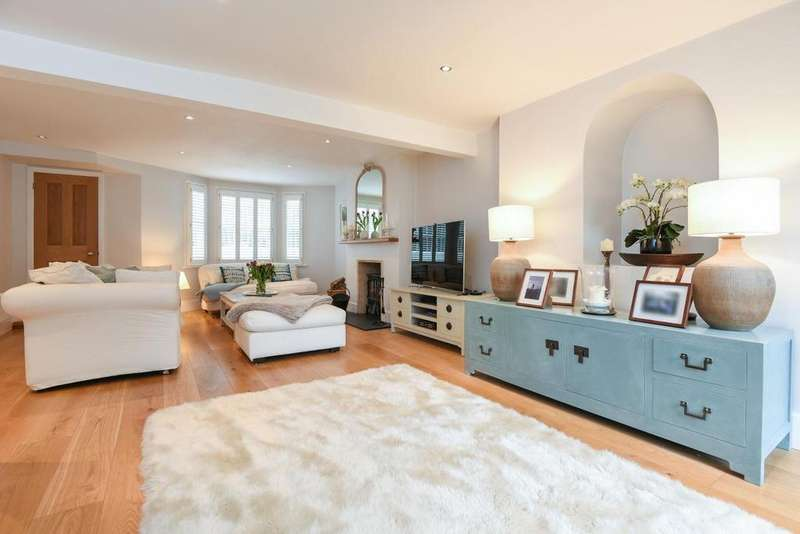 3 Bedrooms Semi Detached House for sale in Arlingford Road, Brixton