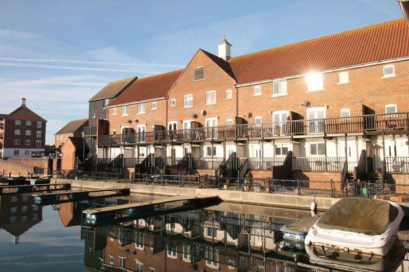 3 Bedrooms Town House for sale in Leeward Quay, Eastbourne