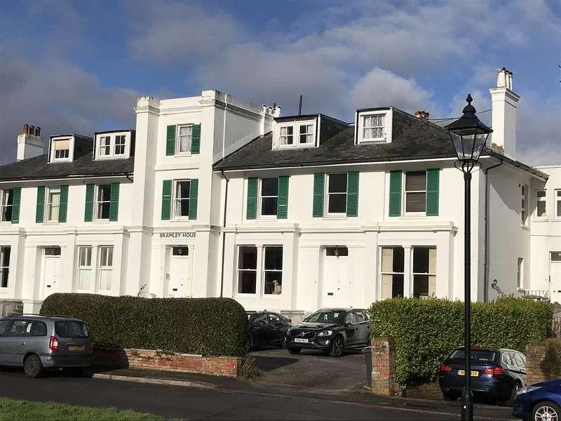 2 Bedrooms Apartment Flat for sale in Crescent Road, Alverstoke, Gosport PO12