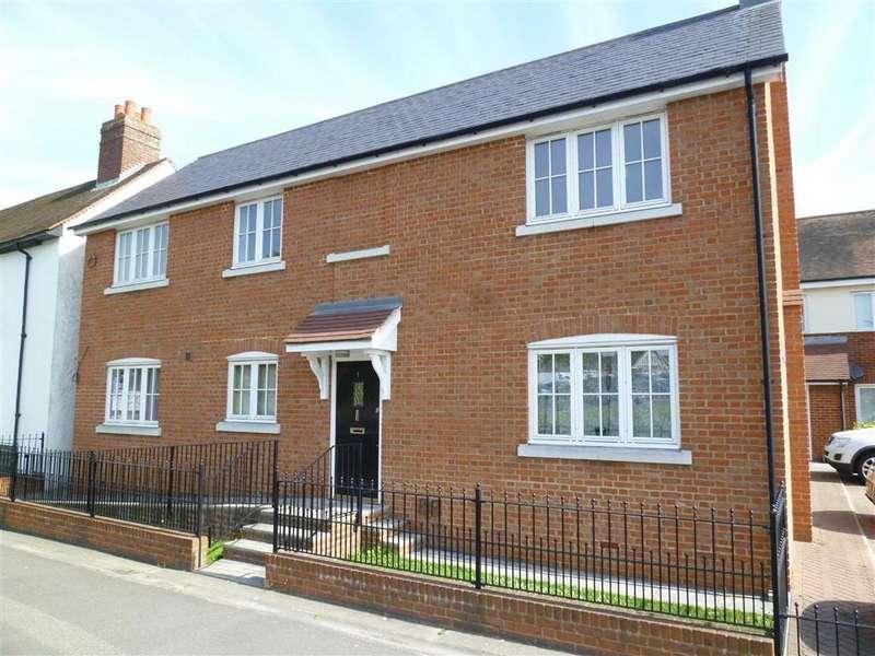 2 Bedrooms Flat for rent in West Street, Rochford, Essex