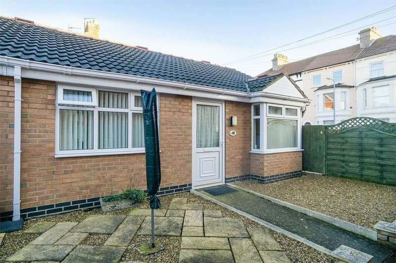 2 Bedrooms Terraced Bungalow for sale in Saffron Court, WITHERNSEA, East Riding of Yorkshire